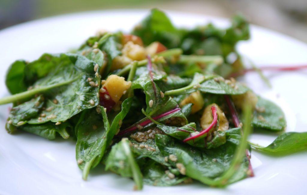 Spinat-Nektarinen-Salat mit Sesam Dressing | Salat | Sommerküche | Rezept