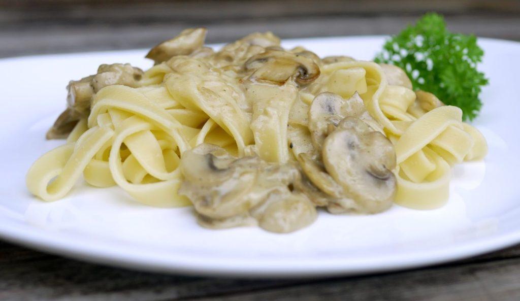 Pasta mit Champignon-Rahm-Soße | Rezept | Kochen | Pasta | Essen