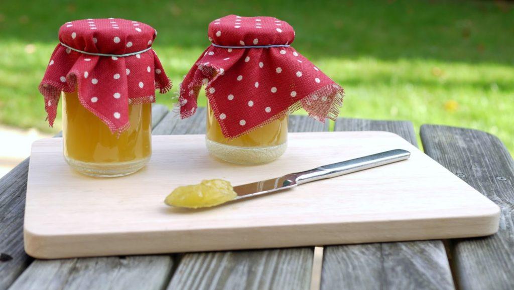 Schweizer Bürli mit Apfel-Orangenpunsch-Marmelade | Rezept | Brötchen