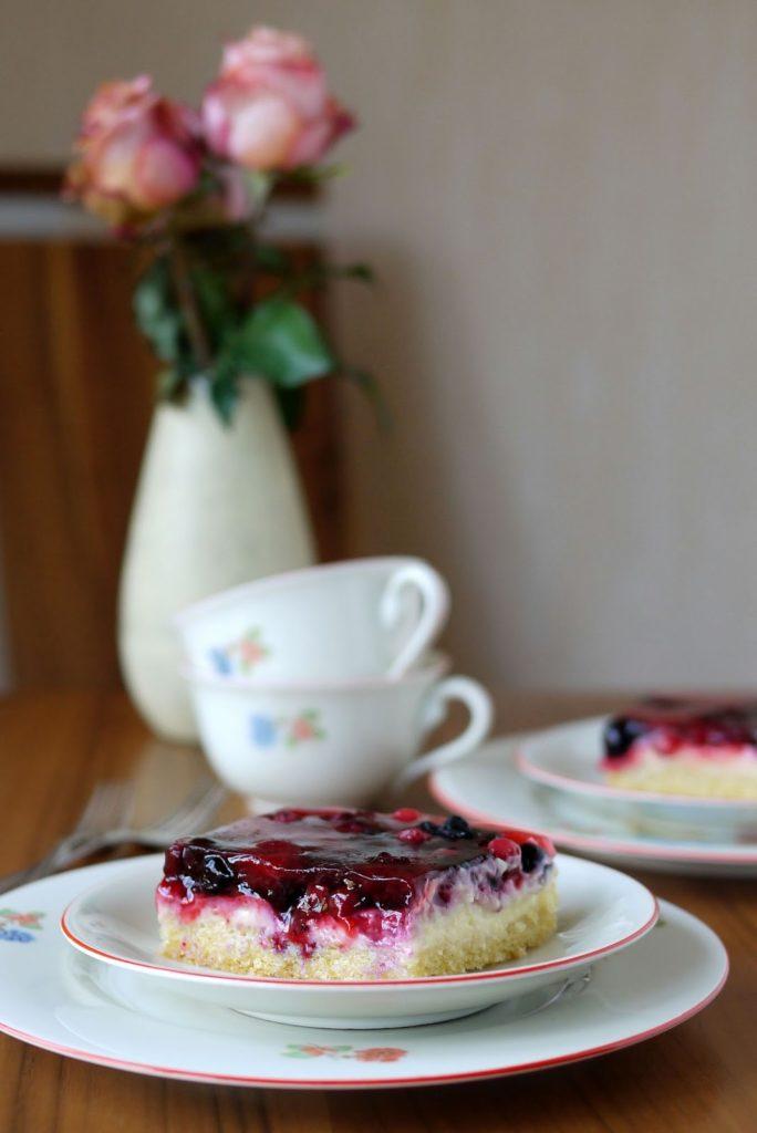 Experimente aus meiner Küche: Sommerlicher Beeren-Schmand-Kuchen