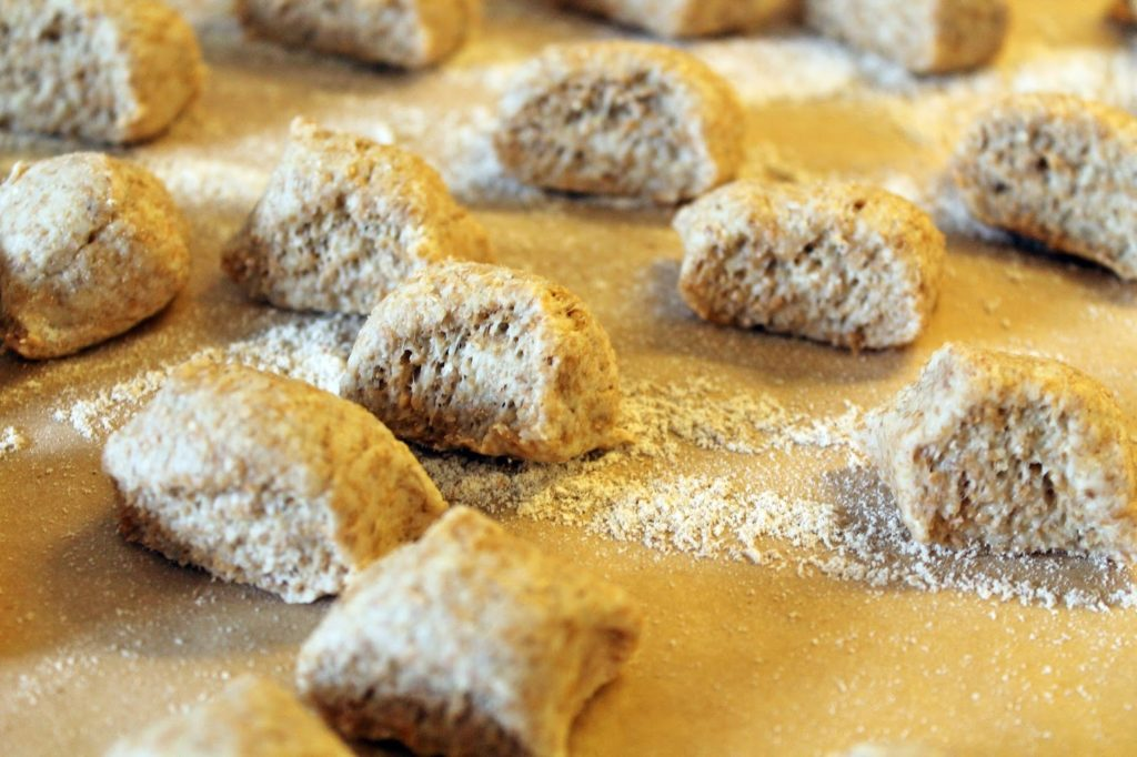 "Experimente aus meiner Küche: Laugenhappen ""Italia"" #breadbakingfriday"