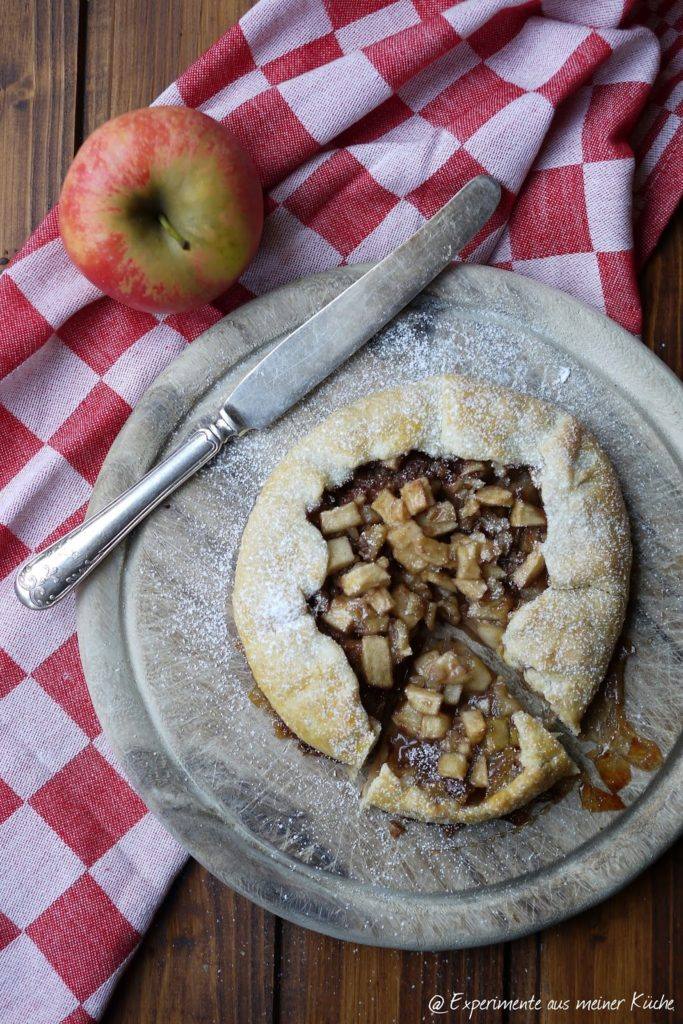 Experimente aus meiner Küche: Apfel-Zimt-Galette mit Walnüssen