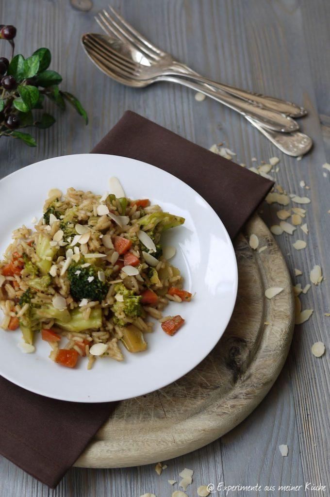Experimente aus meiner Küche: Brokkoli-Reis-Pfanne mit Lachs