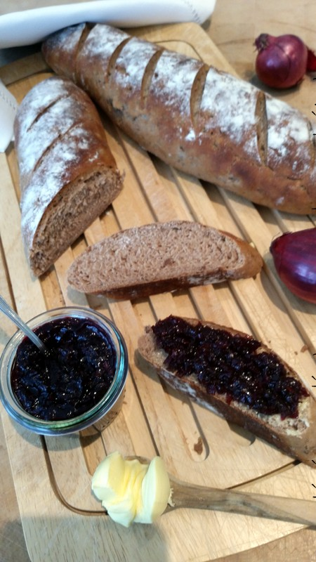Experimente aus meiner Küche: Maronenbaguette mit Rotwein-Zwiebel-Marmelade #breadbakingfriday