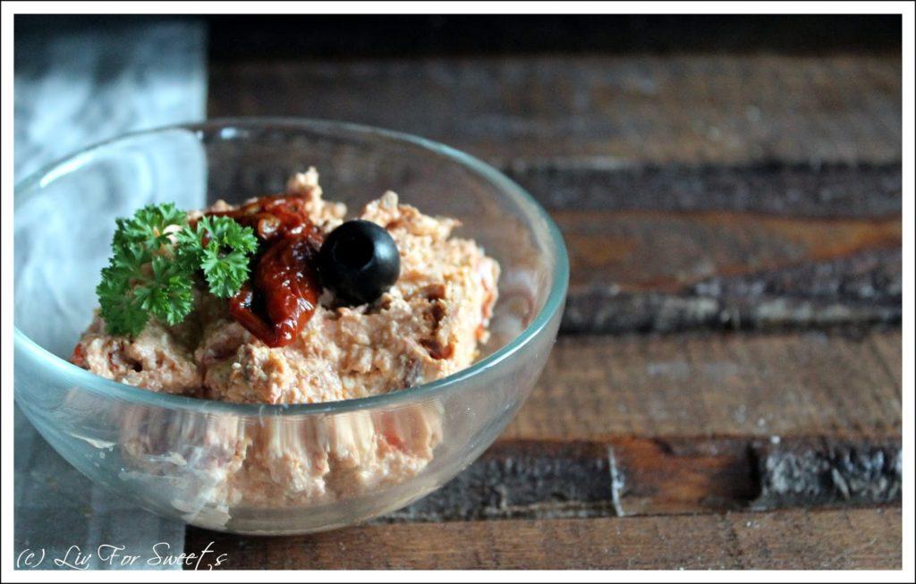 Experimente aus meiner Küche: Frischkäse-Dip mit getrockneten Tomaten und Feta