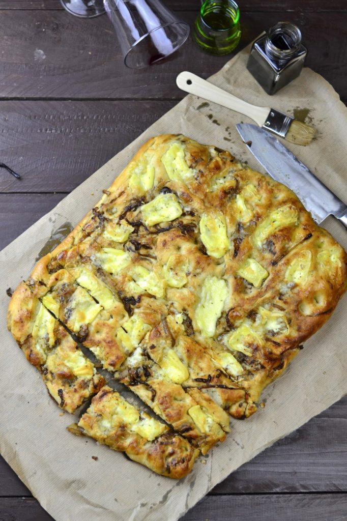 Experimente aus meiner Küche:  Focaccia mit Balsamico-Rotwein-Zwiebeln und Camembert #breadbakingfriday