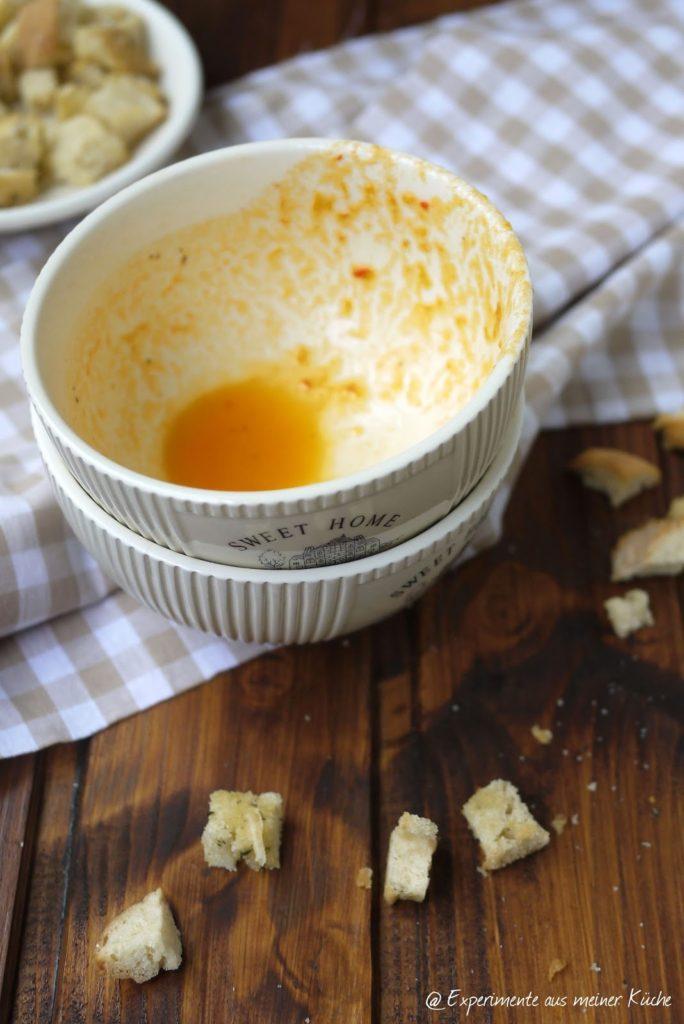 Experimente aus meiner Küche: Paprikasüppchen mit Parmesancroûtons