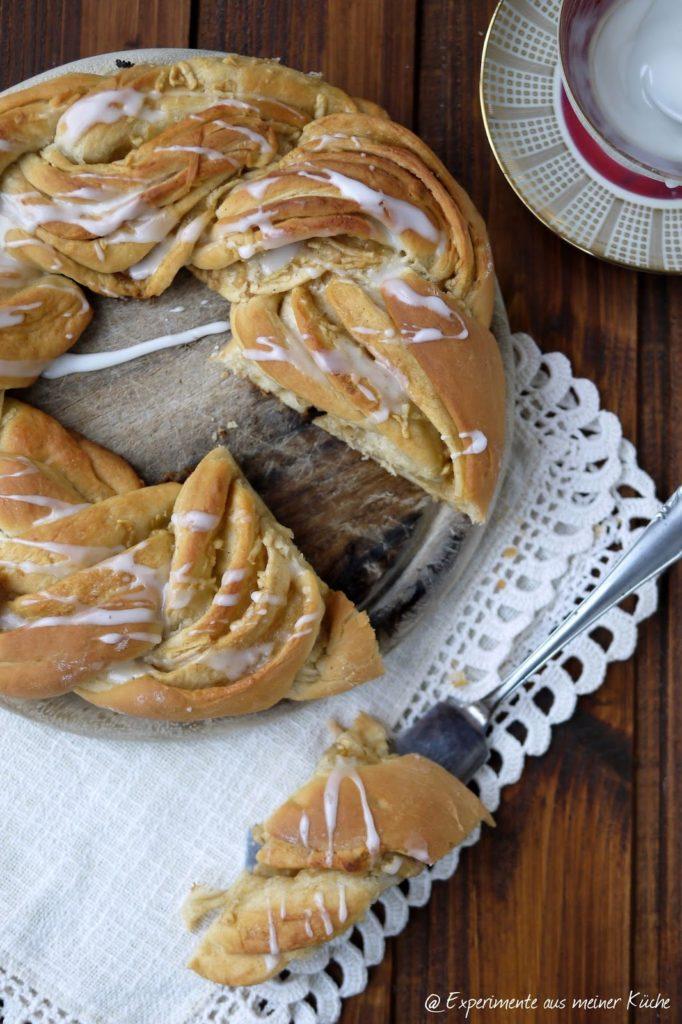 Experimente aus meiner Küche: Gedrehter Hefekranz mit Zucker-Zimt-Apfel-Füllung
