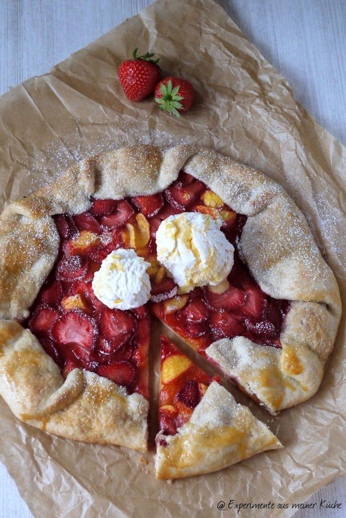 Experimente aus meiner Küche: Erdbeer-Nektarinen-Galette