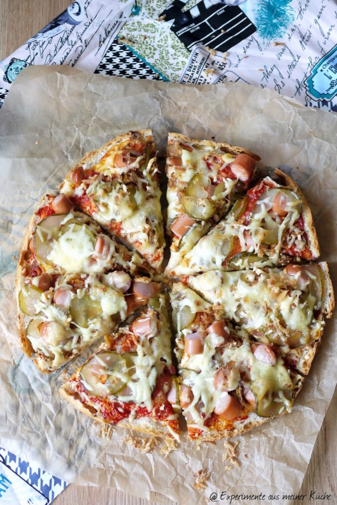 Experimente aus meiner Küche: Hot Dog-Fladenbrotpizza