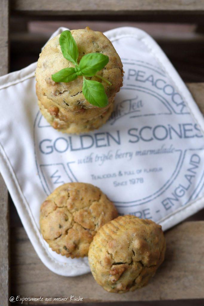 Experimente aus meiner Küche: Basilikum-Frischkäse-Muffins mit Walnüssen