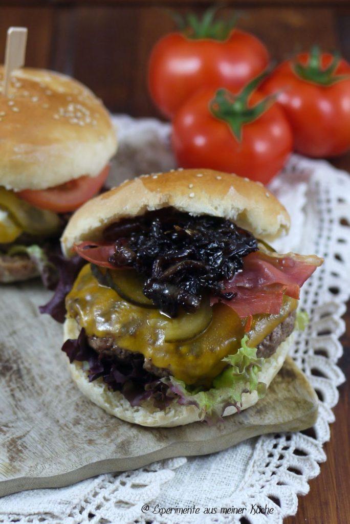 Experimente aus meiner Küche: Cheeseburger mit Bacon & Balsamico-Zwiebeln {Burger Time}