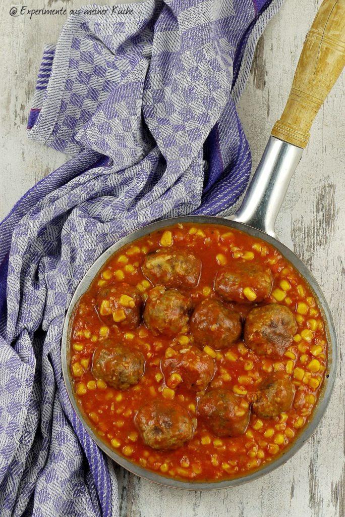 Experimente aus meiner Küche: Ofenfrikadellen in Tomatensoße