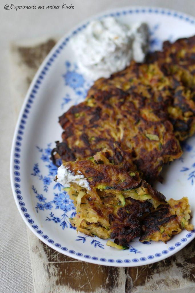 Experimente aus meiner Küche: Mediterrane Zucchini-Reis-Puffer