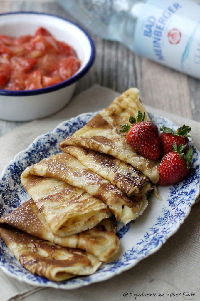 Experimente aus meiner Küche: Pfannkuchen mit Erdbeer-Rhabarber-Kompott