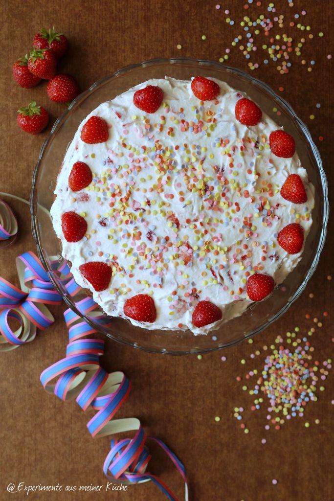 Experimente aus meiner Küche: Erdbeer-Schmand-Torte mit Fantakuchen