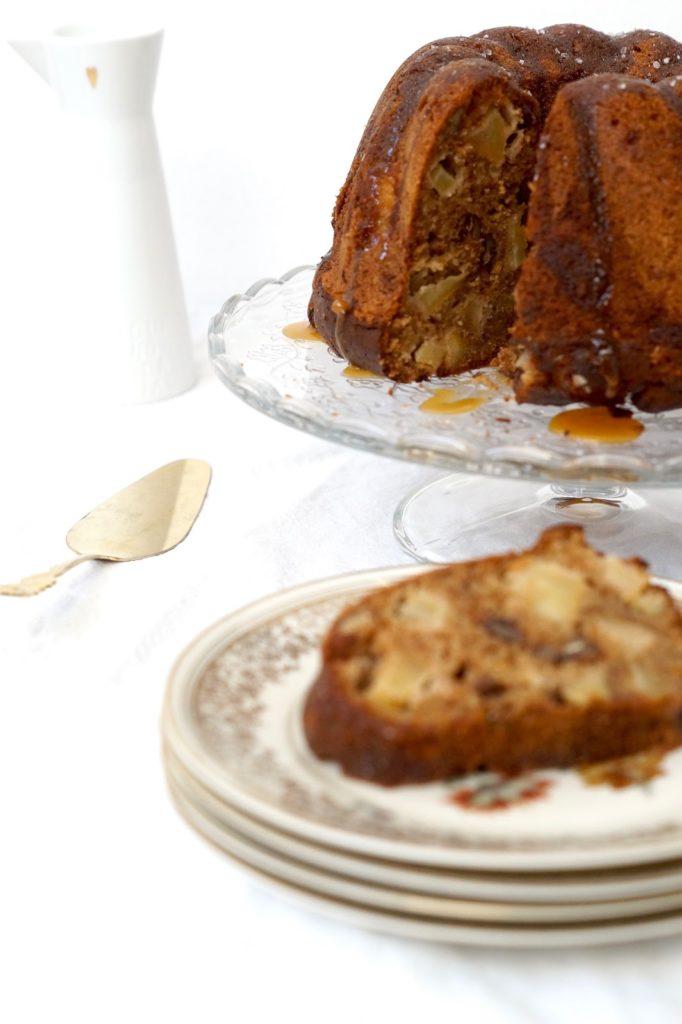 Apfel-Gugelhupf mit Pekannüssen und Ahornsirup-Swirl von fraustillerbackt
