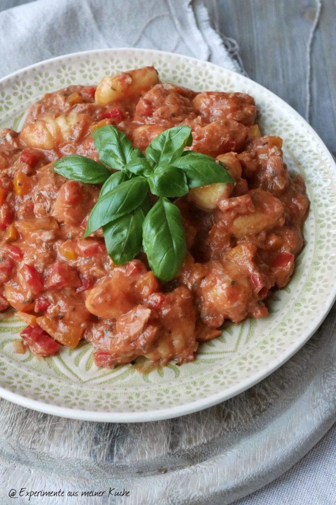Experimente aus meiner Küche: Gnocchi in Thunfisch-Paprika-Soße