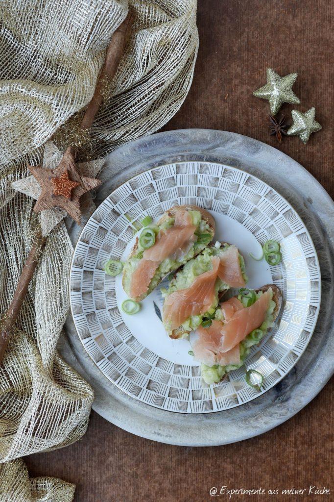 Experimente aus meiner Küche: Bruschetta mit Avocado-Kartoffel-Creme und Lachs