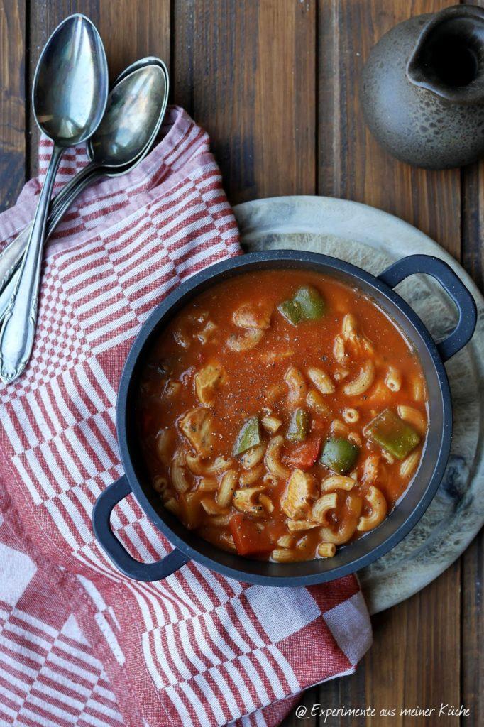Experimente aus meiner Küche: Hähnchen-Gulasch-Suppe mit Nudeln