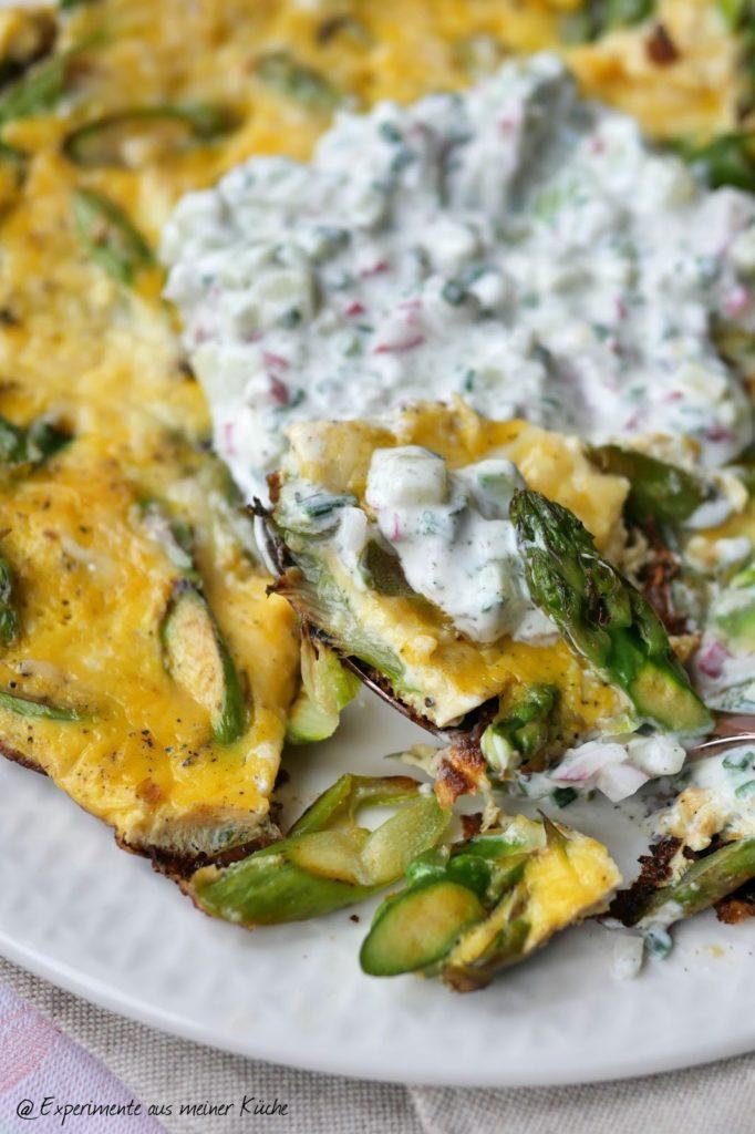 Spargel-Omelett mit Radieschen-Quark | Essen | Kochen | Rezept | Weight Watchers