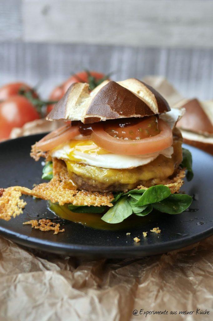 Schnelle Cheeseburger mit Spiegelei | Rezept | Food