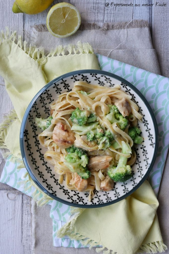 Leichte Pasta Alfredo mit Hähnchen und Brokkoli | Rezept | Kochen