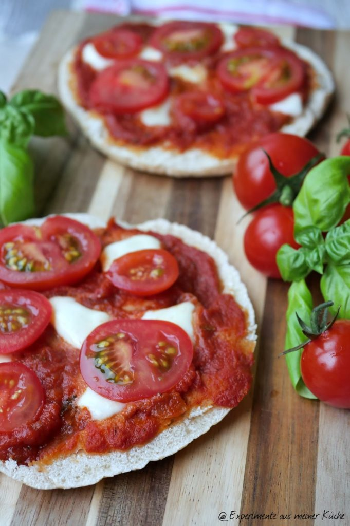 Pita-Pizzen | Rezept | Essen | Kochen