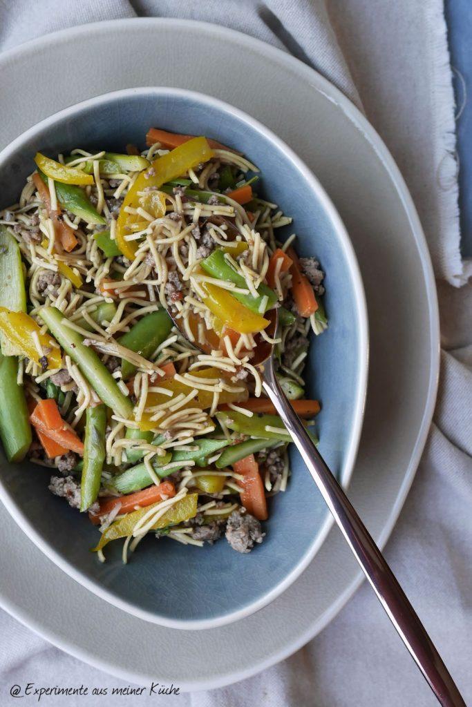 Asiatische Nudelpfanne mit Hackfleisch & Frühlingsgemüse | Rezept | Kochen | Essen | Spargel | Weight Watchers