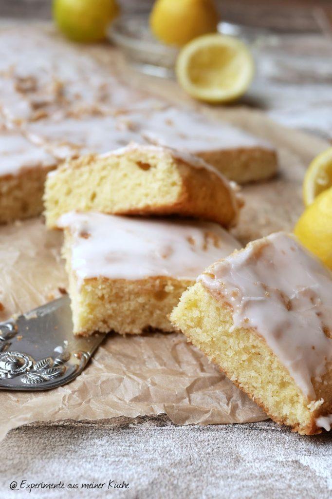 Saftiger Zitronenkuchen vom Blech | Backen | Rezept