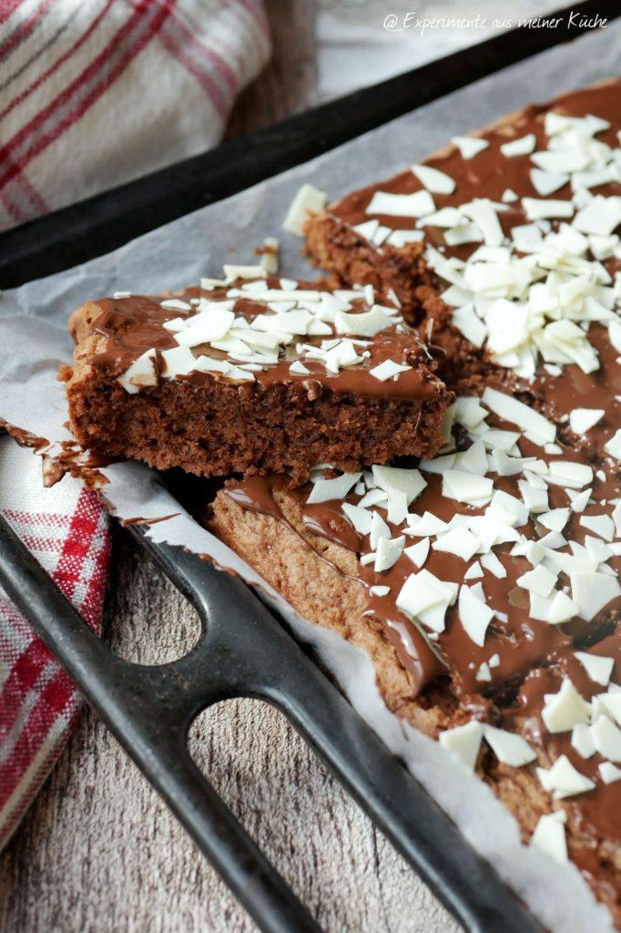 Saftiger Schokoladenblechkuchen | Rezept | Backen | Kuchen | Schokolade