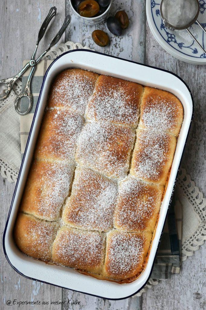 Buchteln mit Zwetschgenfüllung   Rezept   Essen   Hefeteig   süße Hauptgerichte   Backen