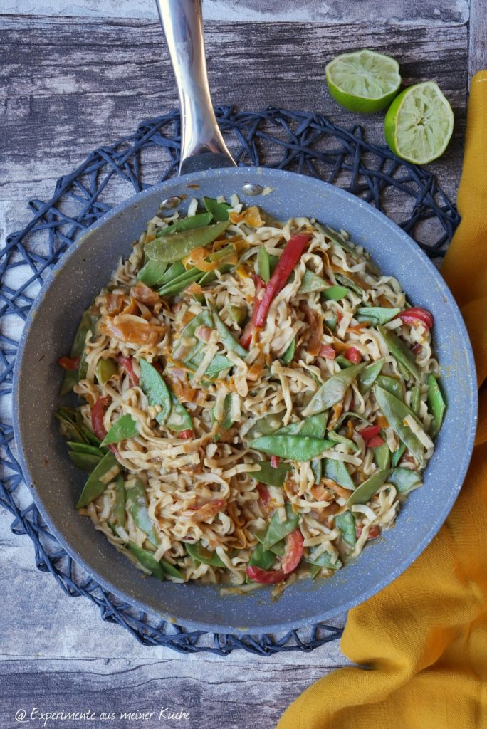 Cremige Erdnuss-Nudel-Bowl | Rezept | Kochen | Essen | vegetarisch