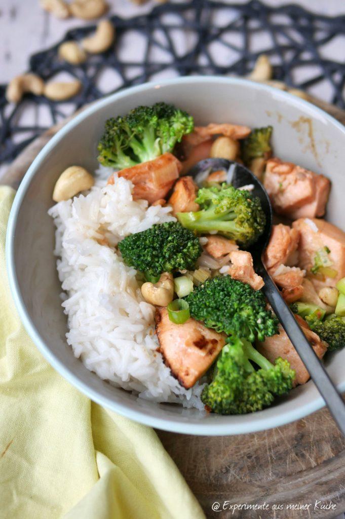 Marinerter Lachs mit Brokkoli und Reis
