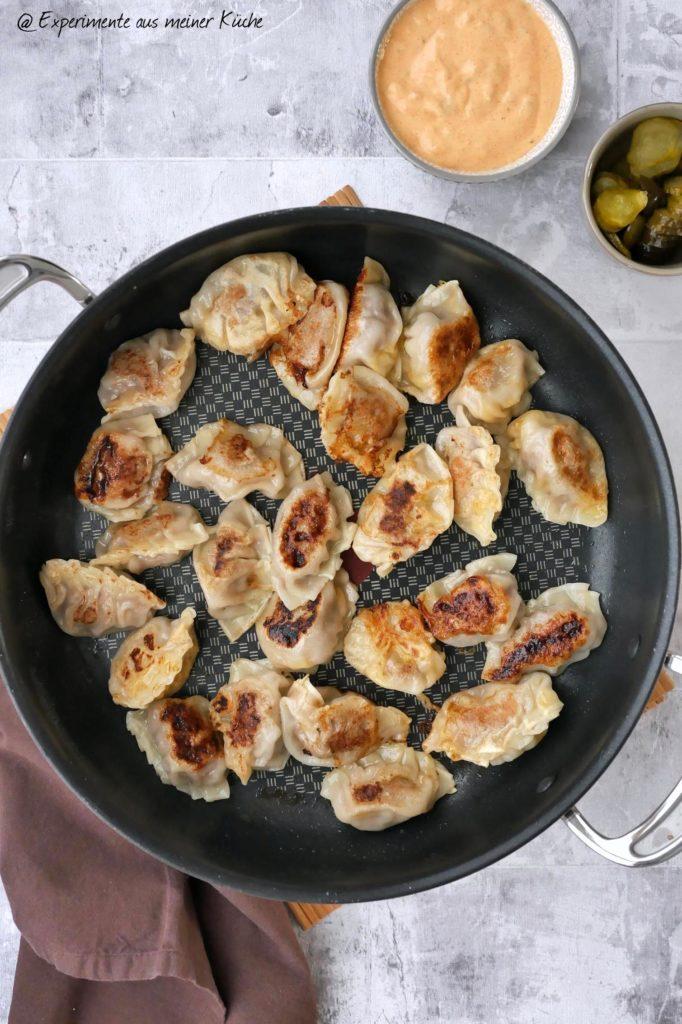 Dumplings mit Burgerfüllung | Rezept | Essen | Kochen | Asiatisch | Gyoza | DimSum