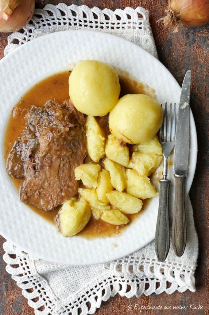 Rinderbraten mit Zwiebelsoße | Rezept | Essen | Kochen | Hausmannskost