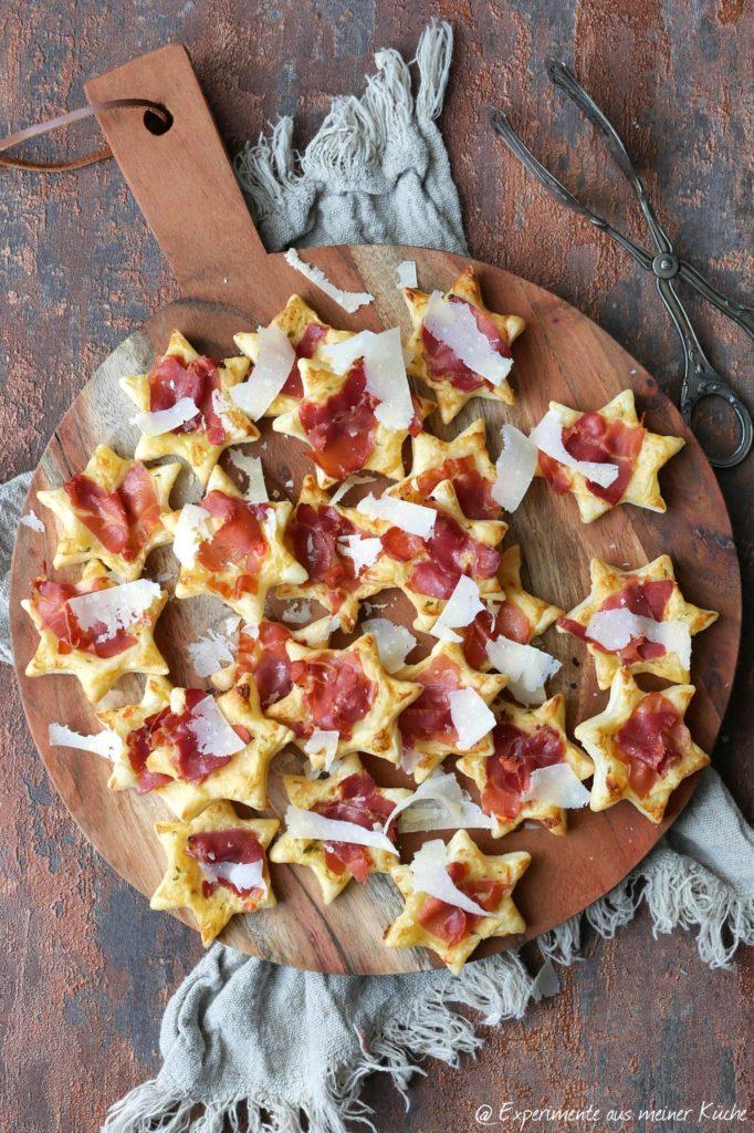 Blätterteig-Serrano-Sterne | Weihnachtliche Tapas | Rezept | Essen