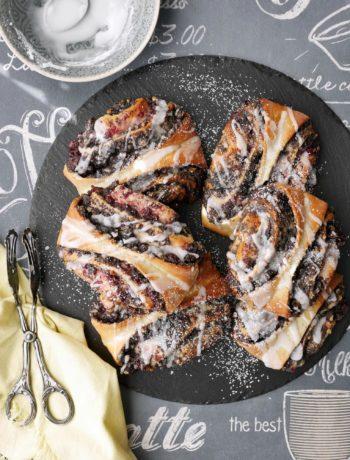 Mohn-Marzipan-Schnecken mit Preiselbeeren | Rezept | Backen | Kuchen | Hefeteig